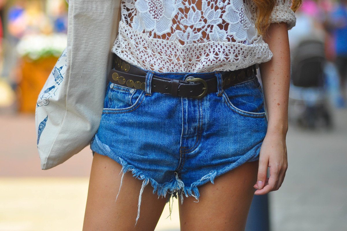 Dogs and Dresses personal style blog / One Teaspoon Bandits cut-off denim shorts and crochet top