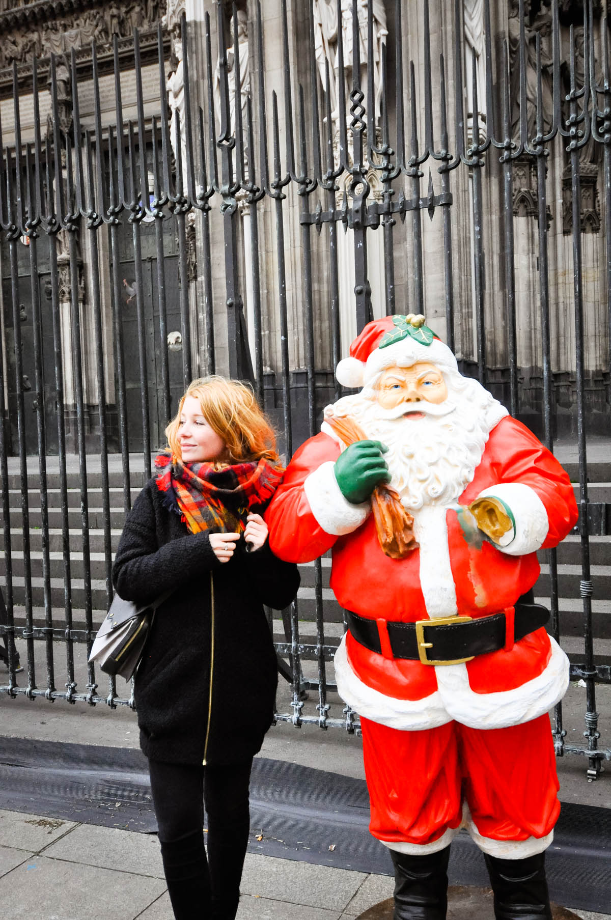 Dogs and Dresses visits Cologne and its Christmas Market near the Hotel Mondial am Dom-96