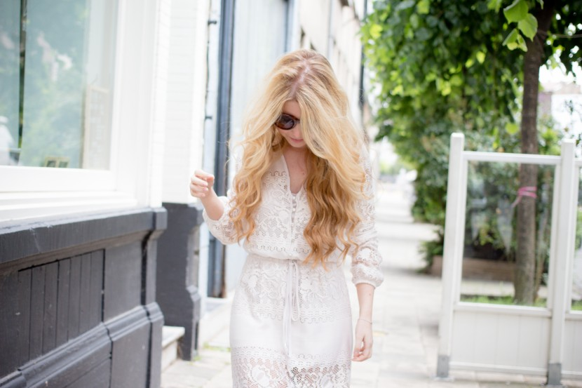 What to wear during summer in Antwerp? This lace dress