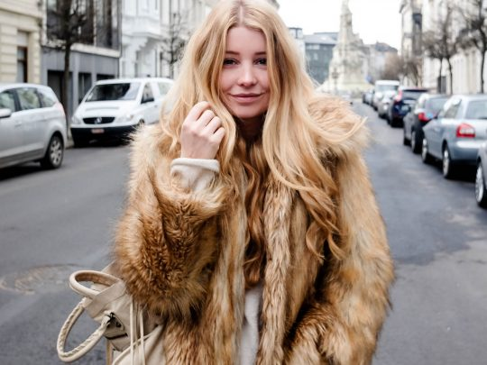 Levi's 501 + Faux Fur Coat = MATCH
